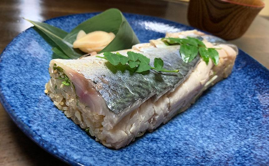 燻製しめ鯖の炙り棒鮨